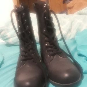 Black boots with shoelaces